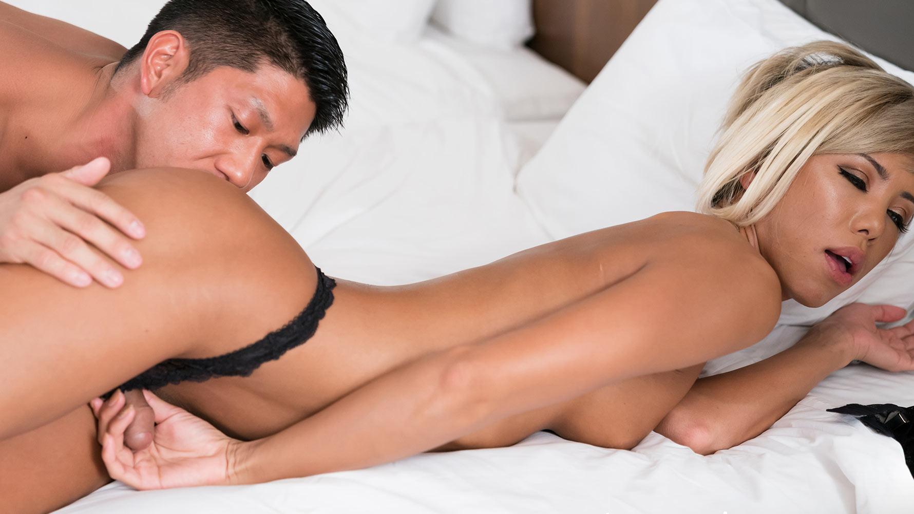 [2018-04-13] Miran Threesome Wild Sex  - TranSexJapan