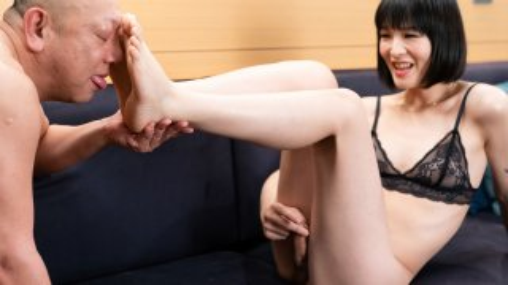 [2019-03-01] Yoko Feet Worship and Blow Job - TranSexJapan
